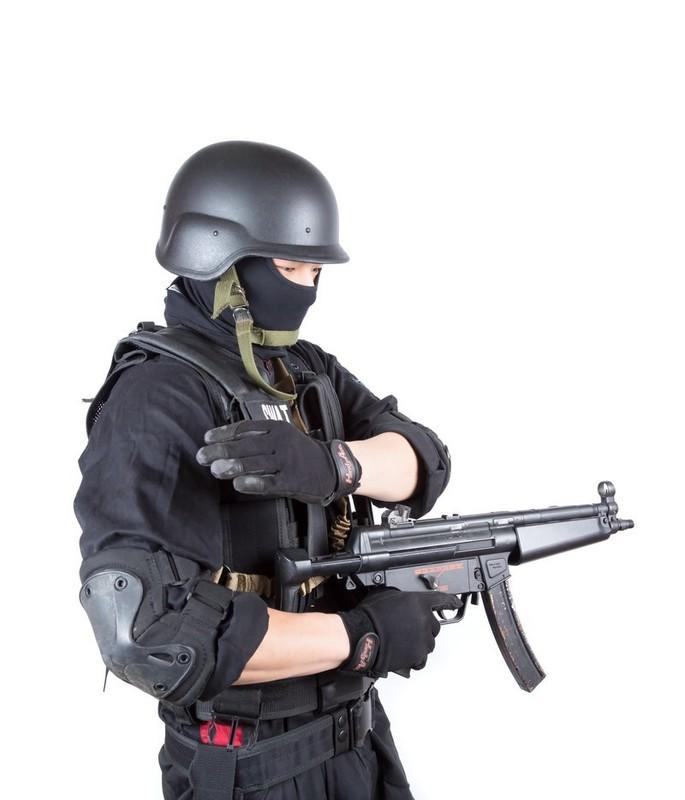 【恐怖】銃を映画のように撃ちまくってはいけないということがわかる映像wwwwwwwwwwwwwwwwww