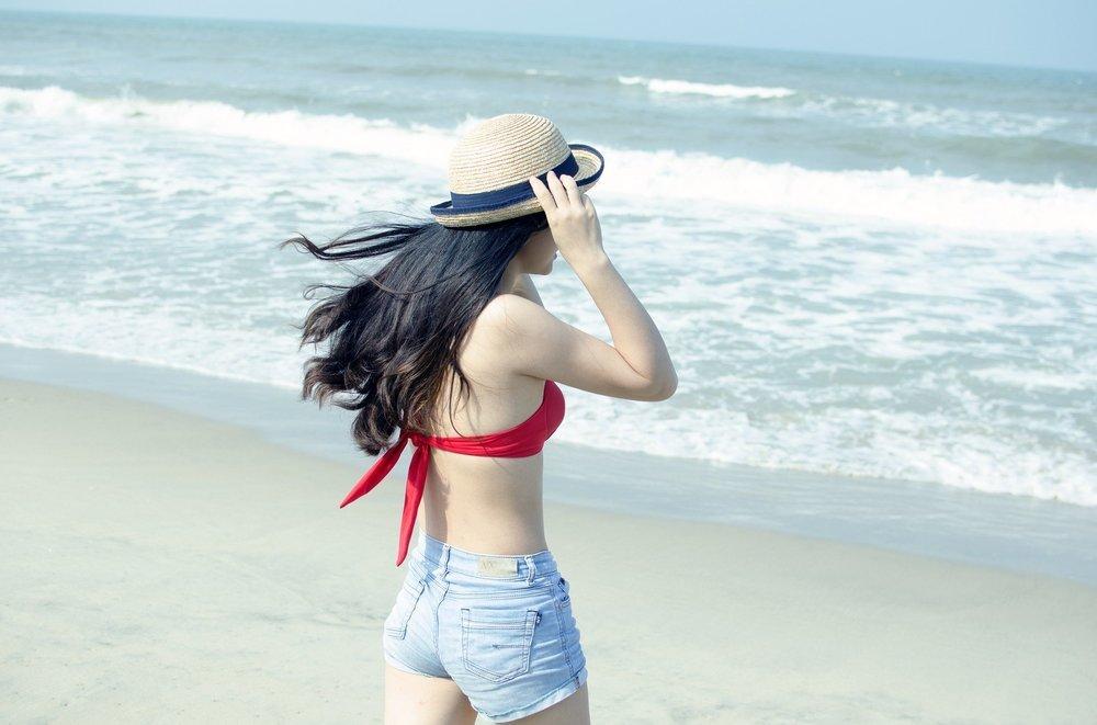 beach-1368021_1920.jpg